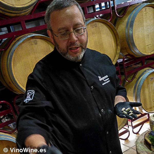 Andres Garcia en el buffet de quesos de la I Mendozas Wine Lovers Edition by Bodegas Mendoza