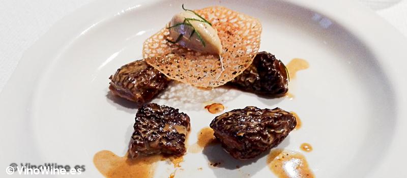 Colmenillas a la crema, foie foundant y dentelle crocant del Restaurante Alkimia de Barcelona