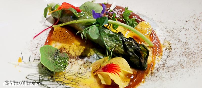 Ensalada de lechuga a la brasa con cecina, toffee de zanahoria y boletus escabechados del Restaurante Alkimia de Barcelona