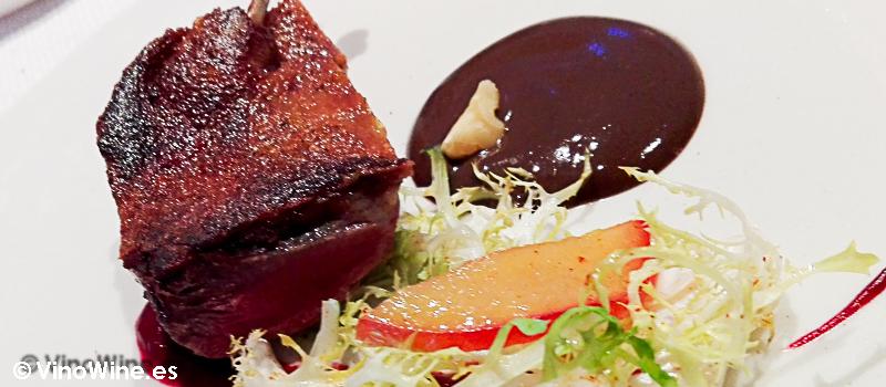 Pichón de sangre con escarola a la donostiarra y romesco de montaña del Restaurante Alkimia de Barcelona