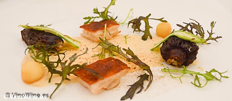 Colmenillas rellenas y ventresca de cochinillo del Restaurante Villena de Segovia