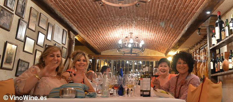 Chicas restauranteras en el Restaurante El Riscal de Segovia