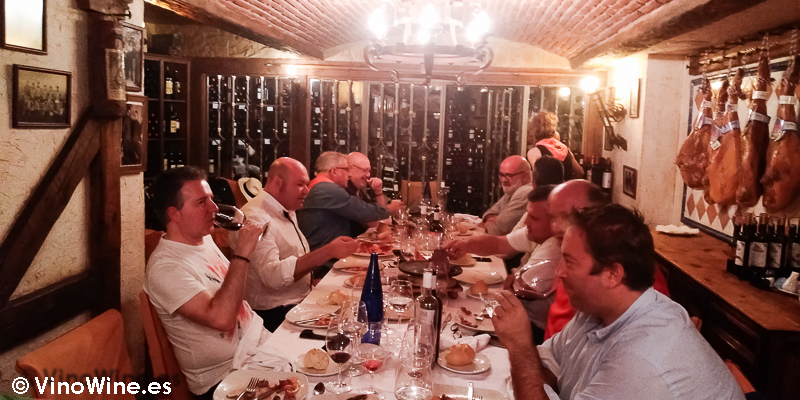 Comedor privado de la bodega del Restaurante El Riscal de Segovia
