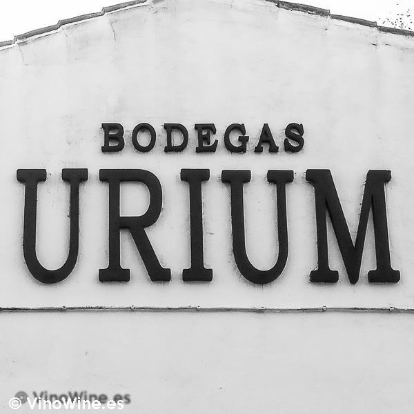 Rótulo fachada de Bodegas Urium de Jerez