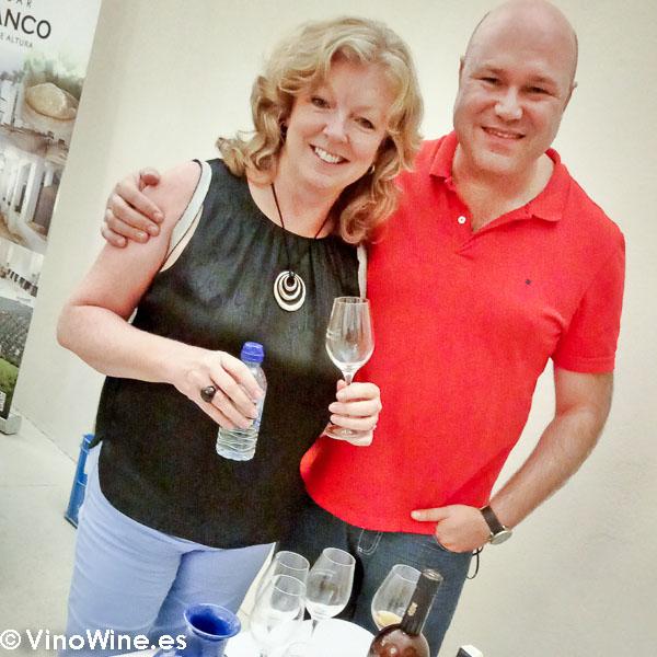 Con mi buena amiga Cath en el showroom del Encuentro Verema Montilla Moriles