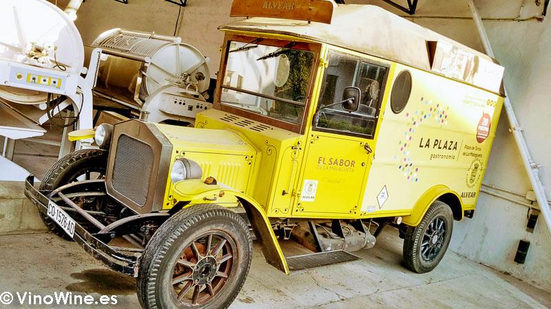 Vehiculo de epoca Food Track de Bodegas Alvear visitada en el Encuentro Verema Montilla Moriles