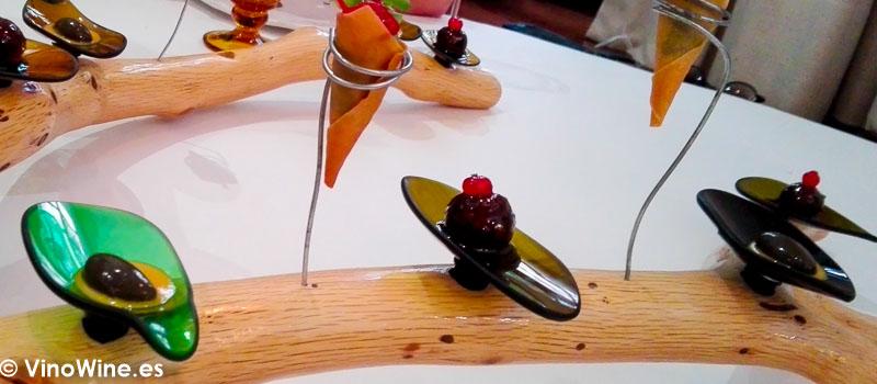 Huitlacoche, maiz y cilantro pesto de albahaca y dry tomate rabo de toro, teriyaki y grosella del Restaurante La Candela de Madrid