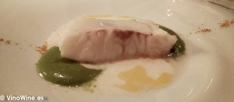 Merluza en su esencia con su holandesa y huevas secas del Restaurante La Salgar de Nacho Manzano en Gijon