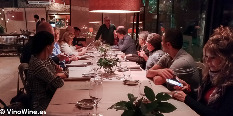 Vista parcial de la mesa de los Restauranteros en el Restaurante La Salgar de Nacho Manzano en Gijon