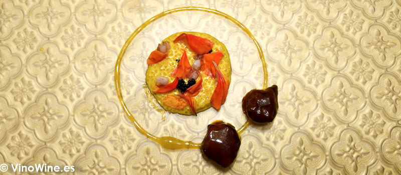 Carrillera de cordero lechal a la milanesa XO con su tuetano y flores de capuccina al calamansi Conceptos italianos con aroma y sabores de Bombay en el Restaurante DiverXO de Madrid