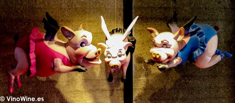 Cerdos voladores decorativos del Restaurante DiverXO de Madrid