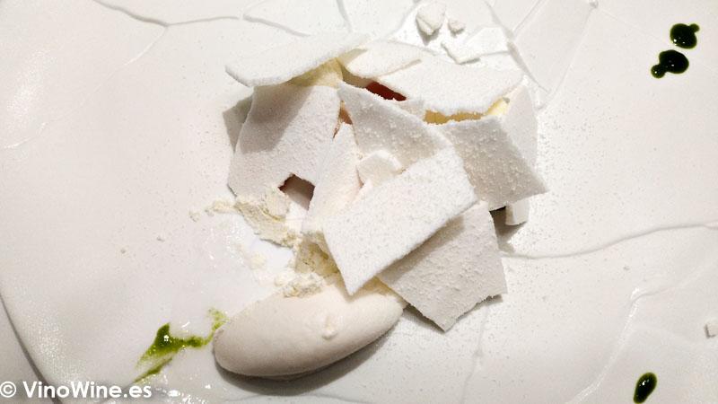 Chocalate blanco guayaba emulsion de limoncello clorofila y crema helada de Lichis galanga delRestaurante DiverXO en Madrid