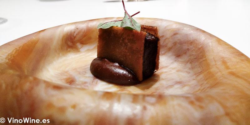 Sandwich crujiente de rabo de toro al mole negro del Restaurante DiverXO en Madrid