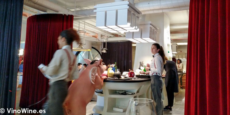 Servicio de sala del Restaurante DiverXO en Madrid