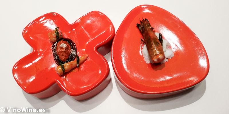 Spicy bolognesa de carabineros con gamba roja atemperada en la robata al palo cortado rocoto hojas de curry y karshi sumiso del Restaurante DiverXO en Madrid