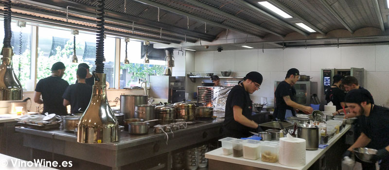 Vista parcial de la cocina del restaurante diverxo en for La cocina del desierto madrid