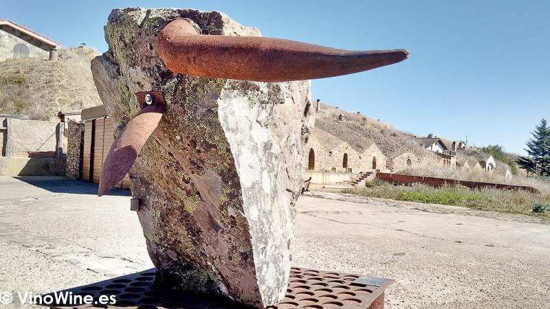 Escultura alegorica al buey en el exterior del Restaurante El Capricho de Leon