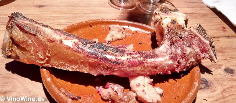 Hueso del chuleton de buey degustado en El Capricho de León Restaurante especialista en buey