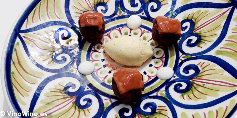 Dulce de leche, algarroba y helado de oveja con ras al hanout del Restaurante Noor de Paco Morales en Córdoba