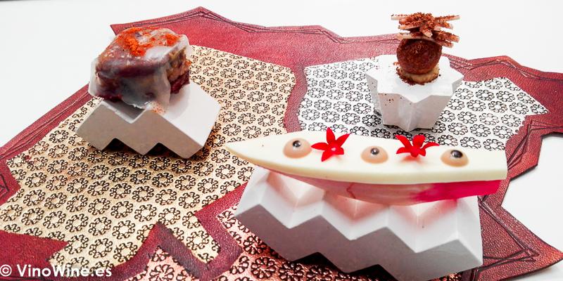 Pato con molleja de ternera con Kefta. Humus de haba seca y sumak. Endibia macerada en asafetida y tamarindo. Segundo aperitivo del Restaurante Noor de Paco Morales en Córdoba