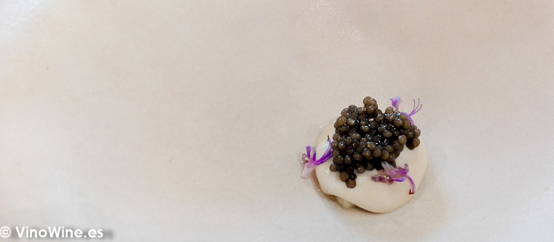 Escabeche cremoso de pinones manzana caviar y pina verde del Restaurante El Carmen de Montesión en Toledo