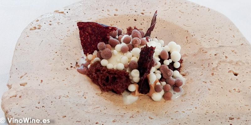 Leche ahumada regaliz mantequilla y cacao del Restaurante El Camen de Montesión en Toledo