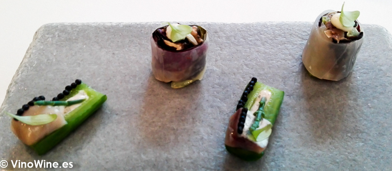Pepino encurtido arenque yogur y salicornia Ensalada de gazpacho del Restaurante El Carmen de Montesión en Toledo