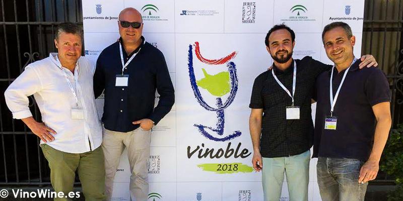 Algunos de los BojospelVi en el Photocall de Vinoble