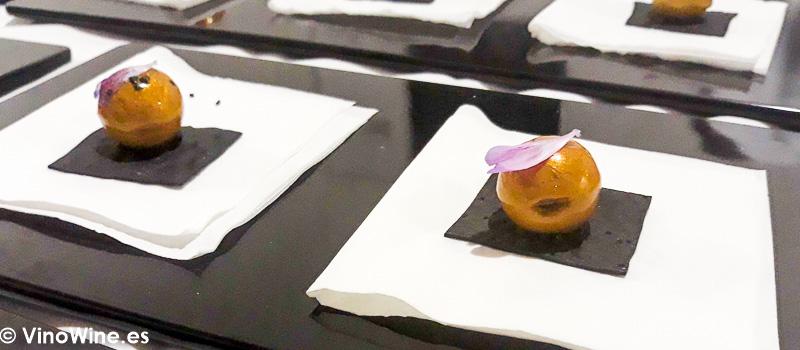 Bocadito propuesto por el Restaurante Trigo en la Fiesta de Bodegas Tradicion celebrada el lunes noche de Vinoble