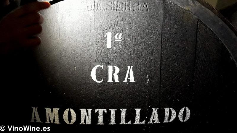 Botas de las Bodegas El Maestro Sierra firmadas a cincel por el propio fundador de la misma