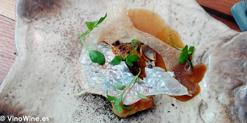 Alitas de pollo, cebolla y huevo del Restaurante Amelia de San Sebastian
