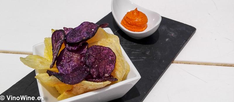 Aperitivo chips de patata del Restaurante Aticcook en Denia
