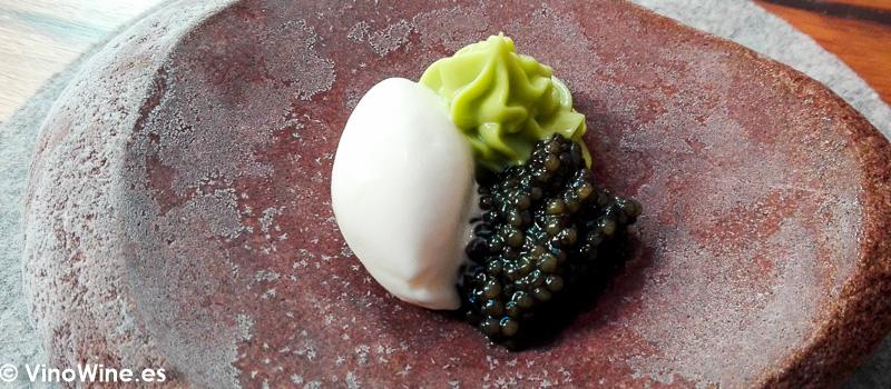 Caviar nata quemada y aguacate del Restaurante Amelia de San Sebastian