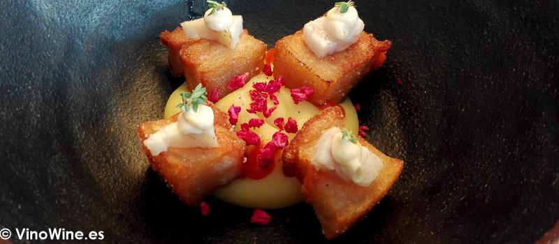 Panceta anguila ahumada frambuesa y tupinanbo del Restaurante Aticcook en Denia