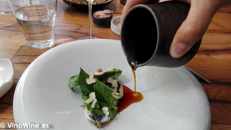 Sardina y espinacas baby del Restaurante Amelia de San Sebastian