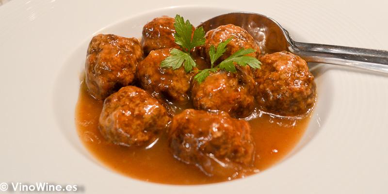 Albondigas de Buey con salsa de moscatel del Restaurante Ca Joan de Altea en Alicante
