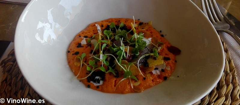 Emulsión de tomate tomate en adobo sardina ahumada y queso de Tula Restaurante de Javea en Alicante