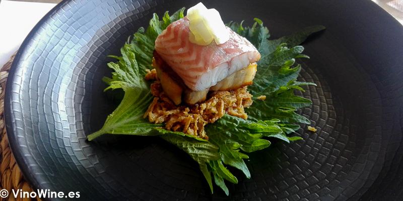 Taco de hoja de shisho panceta anguila ahumada y misonesa de Tula Restaurante de Javea en Alicante