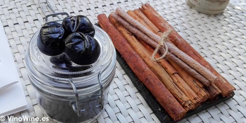 Canela en rama y ciruelas pasas del Restaurante Quique Dacosta en Denia