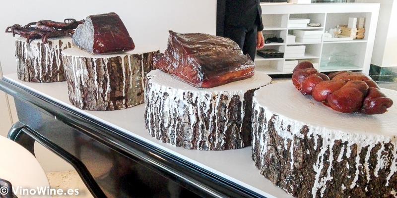Cecina de atun Ventresca de atun Sobrasada de huevas de bacalao Pulpo seco del Restaurante Quique Dacosta de Denia