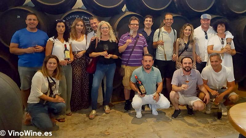 Foto de familia después de la visita a Santa Ana de Bodegas Yuste en Sanlúcar