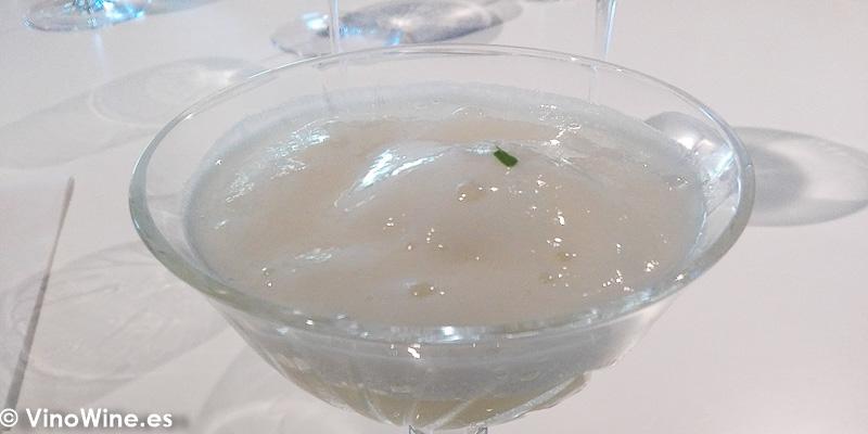 Licor de arroz con quinina y emulsion de yuzu del Restaurante Quique Dacosta en Denia