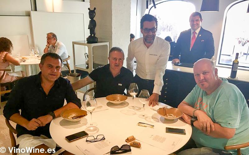 Toni Mario y Oscar con Quique Dacosta en su Restaurante de Denia