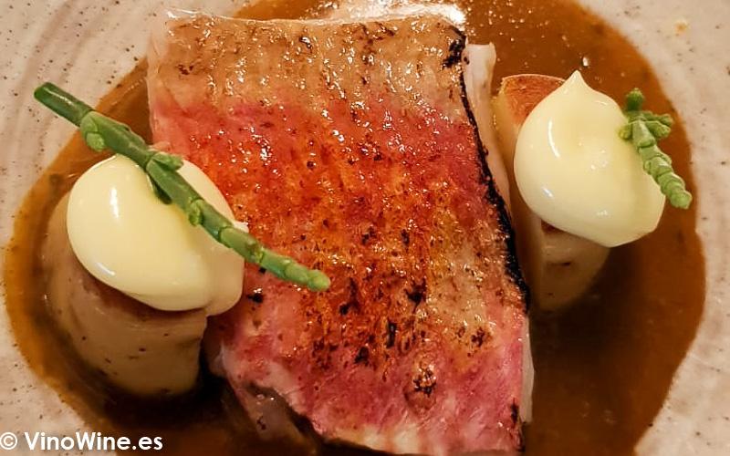 Suquet de salmonete de Moraira con patatas, allioli y hierbas de la playa del Restaurante Audrey s en Calpe Alicante