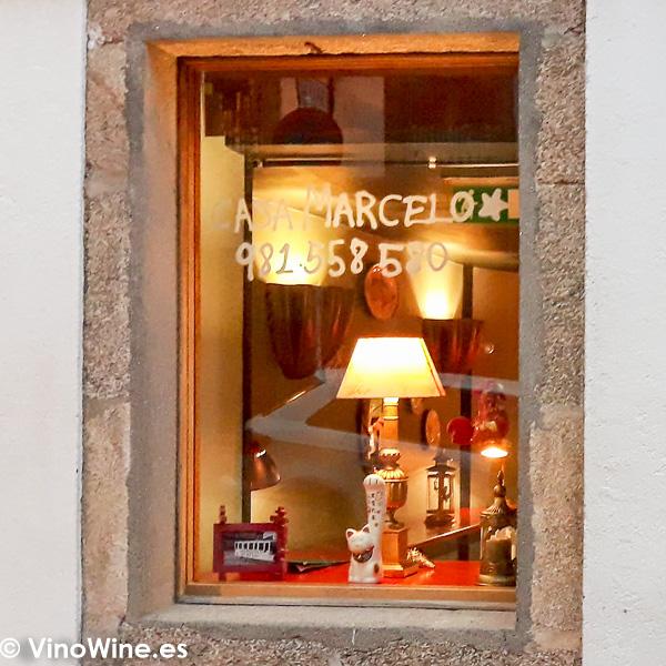 Ventana de la fachada del Restaurante Casa Marcelo de Santiago de Compostela