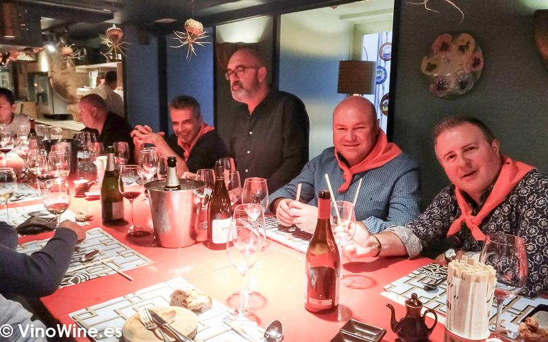 Vista parcial de la mesa de Los Restauranteros en Casa Marcelo de Santiago de Compostela)