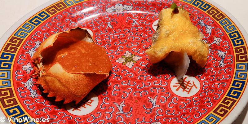 Dumpling de necora version chili crab de chipotles Cococha en romana de yema de pato del Restaurante Diverxo en Madrid