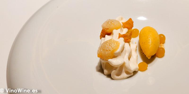 Maiz lulo vainilla y la leche que se queda en el bowl después de los cereales del Restaurante Diverxo en Madrid