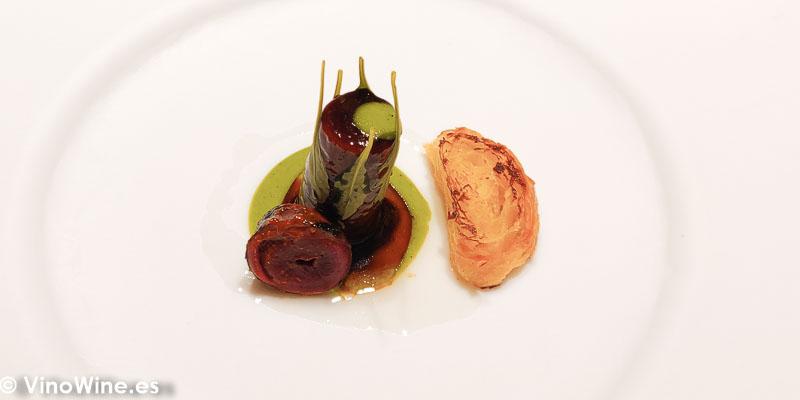 Royal de pato a las cinco especias chinas gochuyang emulsion de mostaza verde cebollino y vinagre de arroz del Restaurante Diverxo en Madrid
