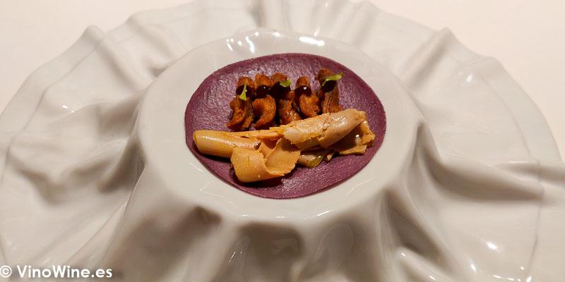 Taco-crepe de maiz morado con lenguas de pato y foie del Restaurante Diverxo en Madrid